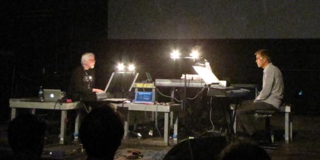 """Weniger laut, aber auch sehr schön: David Borden mit einem Mitglied des """"Mother Mallard Ensemble"""". Foto: Ulf Schleth"""