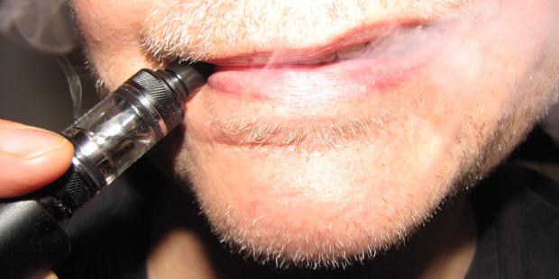 Die E-Zigarette: Nur heisse Luft? Foto: Ulf Schleth